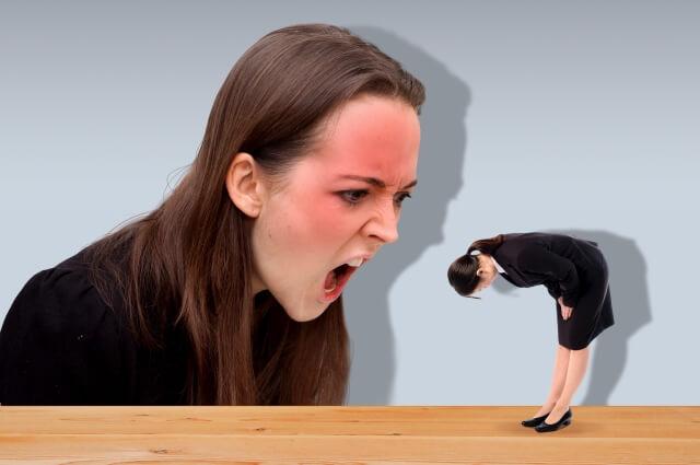 怒る人と謝る人